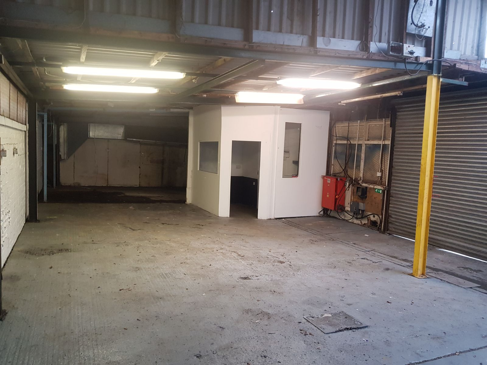 Rent Reduced Garage Workshop Unit With B2 Use In Hove To Let